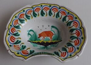 Nevers-Plat-a-barbe-en-faience-a-decor-d-039-un-cochon-sur-un-tertre-debut-XIXe