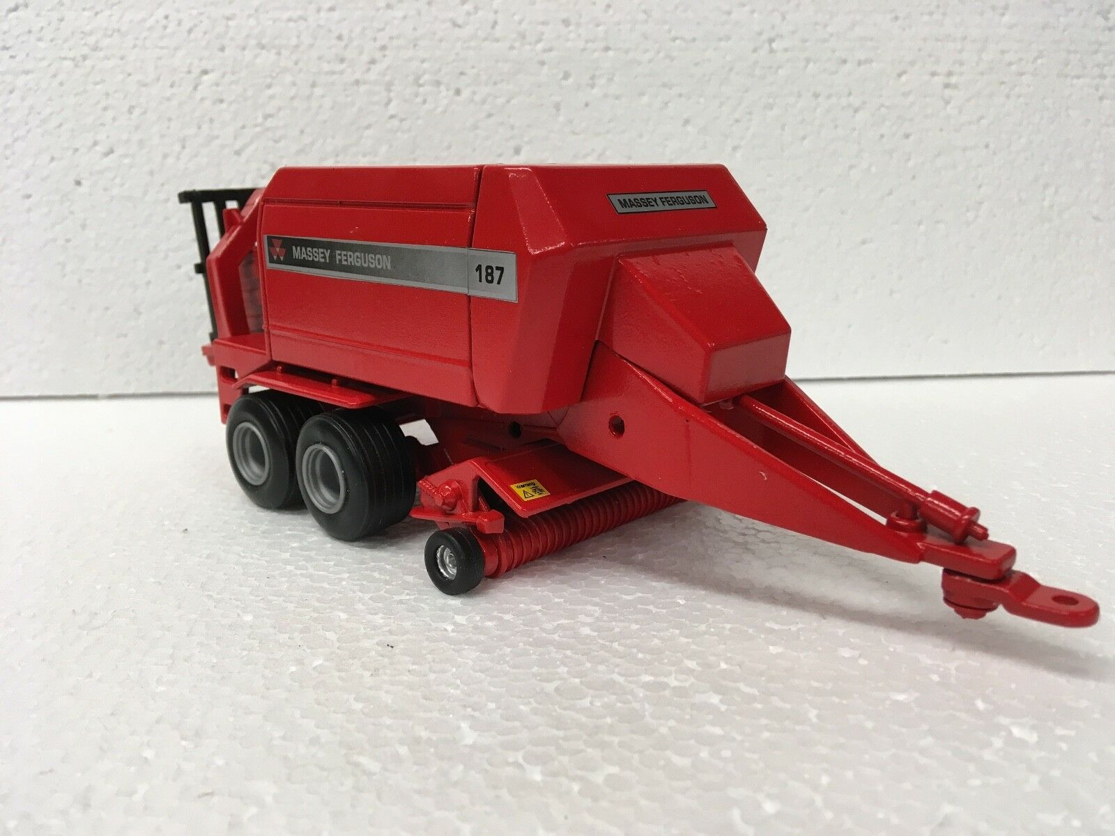 Britains Massey Ferguson MF187 Botteleuse Conversion