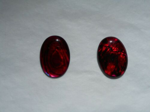 Une coquille d/'Haliotide cabochon en rouge 18x13mm