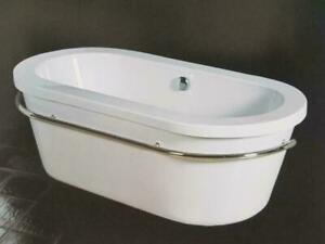 70% off Showroom Floor Models - Bathtub with Wrap Around Towel Bar       Eveything Must GO!! Edmonton Area Preview