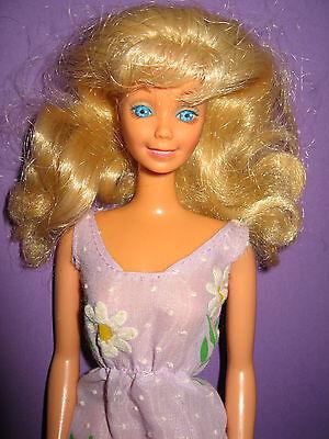 Serio B93-vecchia Bionda Vintage Barbie Mattel Lungo Sottilmente Lilla Vintage Vestito Motivo Fiori-mostra Il Titolo Originale