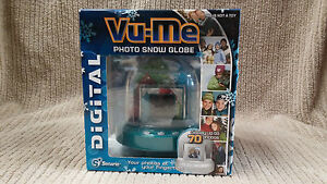 2008 VU-ME DIGITAL PHOTO SNOW GLOBE NEW IN BOX HOLDS UP TO 70 PHOTOS Ships Free!