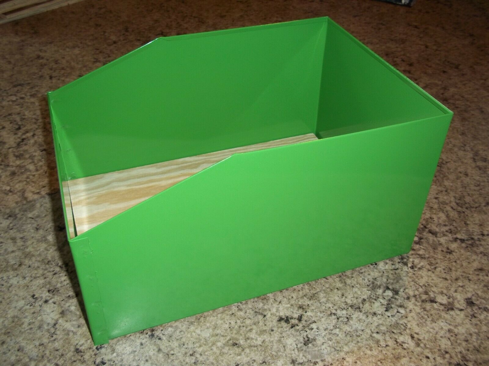SPECIAL ORDER 9 BRIGHT GREEN METAL RABBIT NEST BOXES 9 12 x 13 12 x 7 lot
