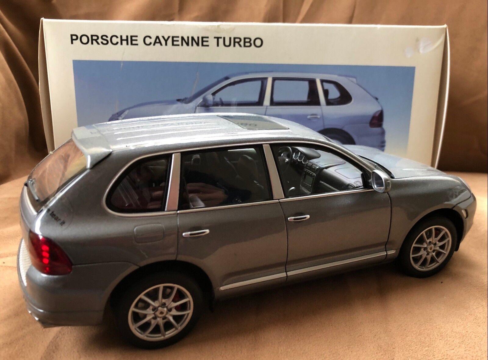 1.18 Autoart Porsche Cayenne Turbo Grey Metallic