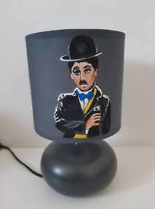 lampe-de-chevet-creacat-peint-main-theme-Charlie-Chaplin-gris