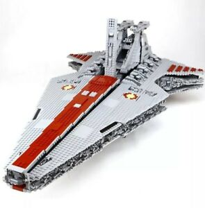 UCS-Republic-Star-Destroyer-Cruiser-Venator-MOC-6125-pz-compatibile-Star-Wars