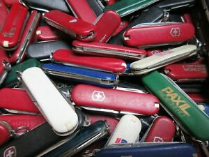 Lot-of-10-Victorinox-and-Wenger-Compact-Swiss-Army-Knives