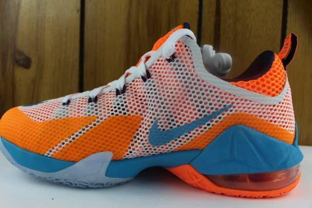 LEBRON XII LOW YOUTH 4.5 SIZE 4.5 YOUTH SAME AS WOMAN 6.0 NEW RARE AUTHENTIC BASKETBALL 844af0