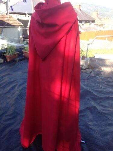 Mantello rosso con cappuccio Con cappuccio foderato rosso 134 cm di lunghezza. Princess ROYAL Fantasy Wizard