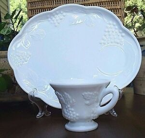 WHITE-MILK-GLASS-SNACK-LUNCHEON-PLATE-amp-CUP-COLONY-HARVEST-GRAPE-VINE-VINTAGE