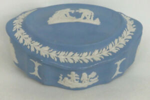 Wedgwood-Blue-Jasperware-Oval-Trinket-Dish-Powder-Vanity-Box-with-Lid-1311B