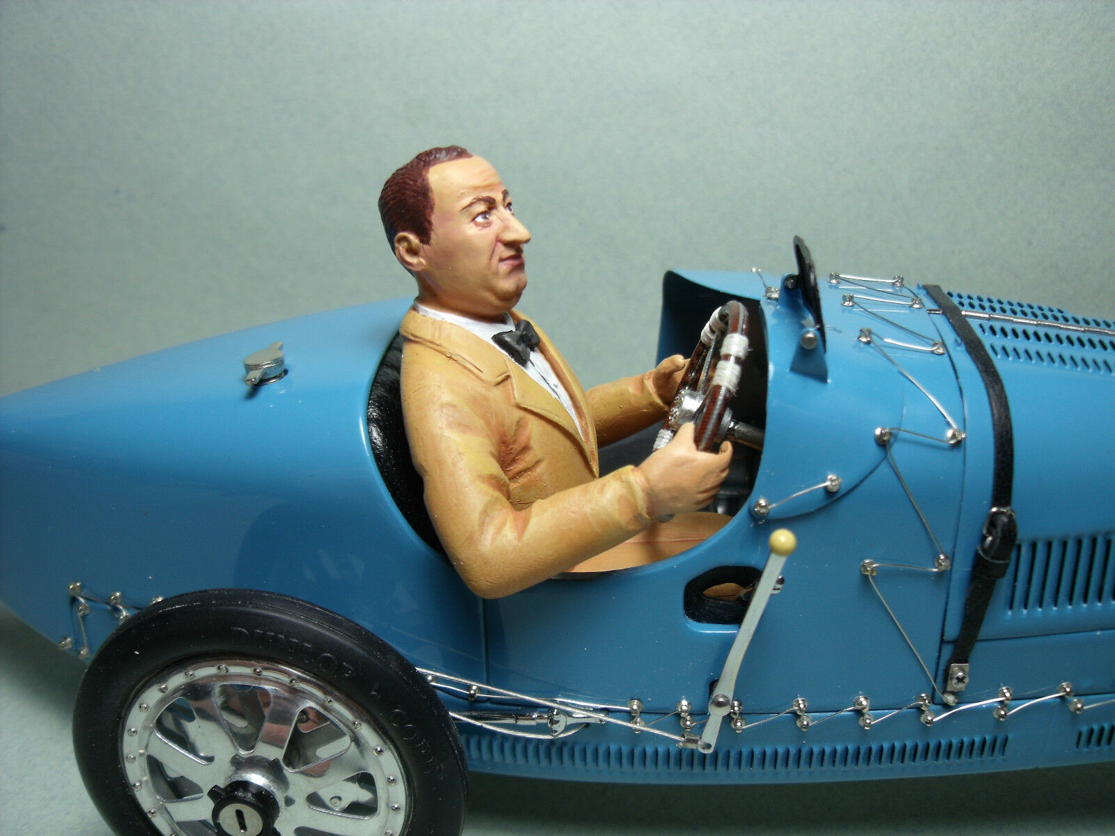 Painted figure vroom 1 18 ettore driving for bugatti 35 cmc