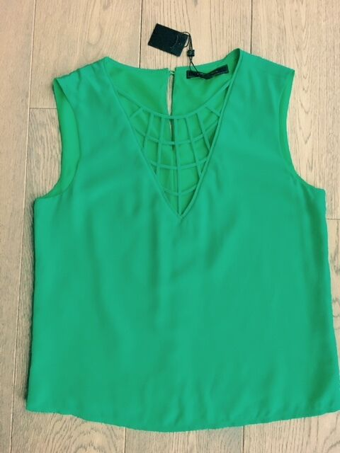 BCBGMAXAZRIA Elena 100% Silk V-Neck Emerald Top - Small - SOLD OUT