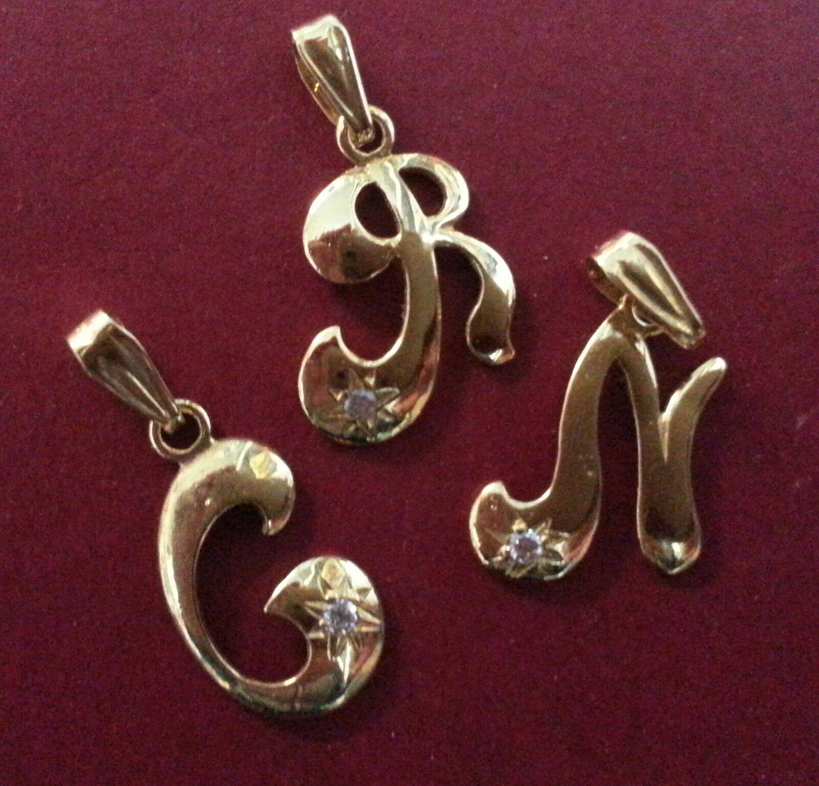 COLGANTE LETRA gold 18 quilates y circonita. Letras disponibles  C-I-L-O-R-V-C.
