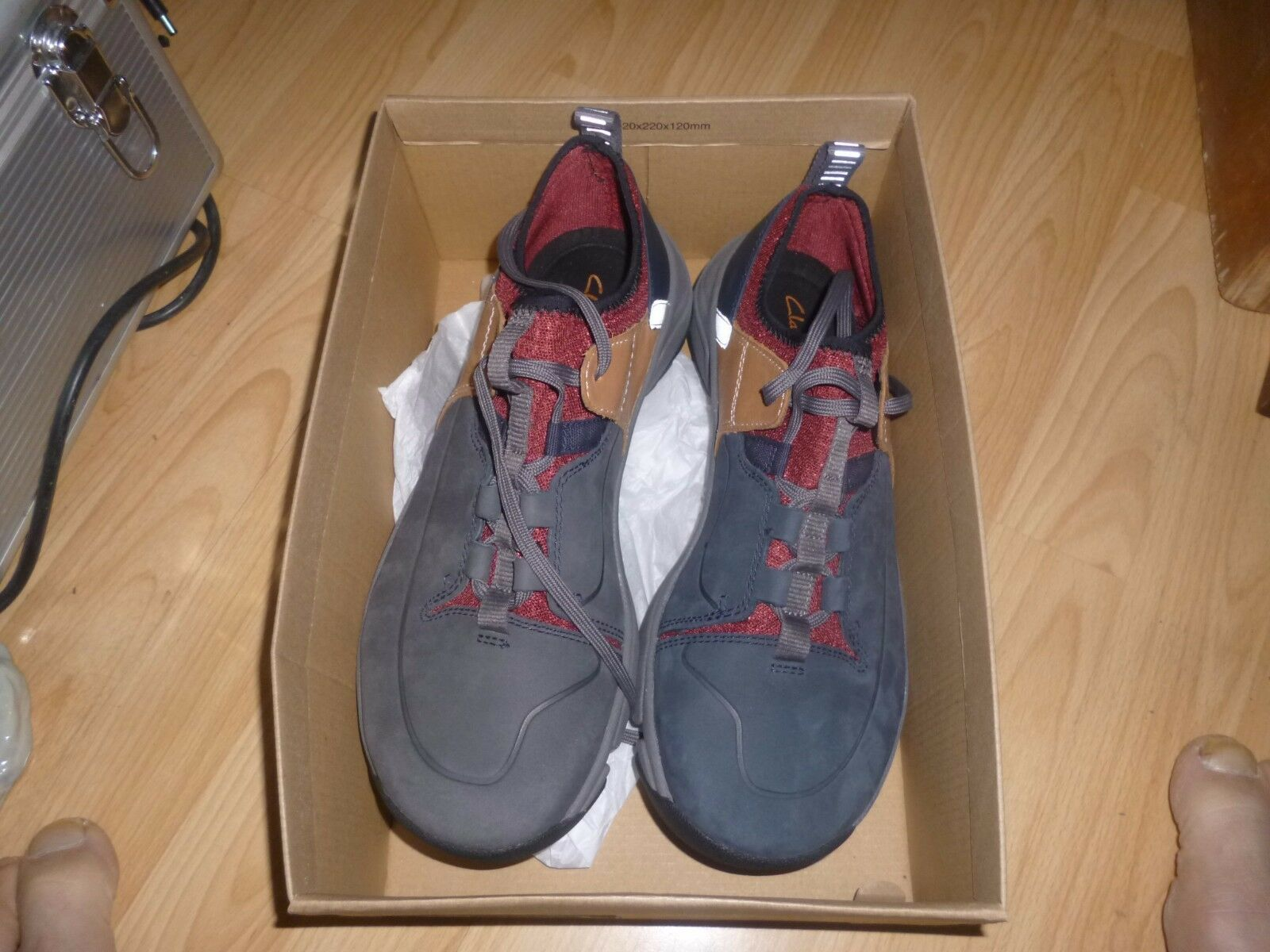 Mens Clarks Tritrack Nubuck Shoes Defects..Faded shoes Size 8G.New with Defects..Faded Shoes 0864c8