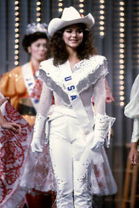 Laura-Harring-Attends-The-1985-Miss-Universe-Pageant-1985-1-OLD-PHOTO