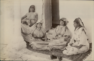 ND-Algerie-Constantine-Femmes-Mauresques-costume-d-039-interieur-Vintage