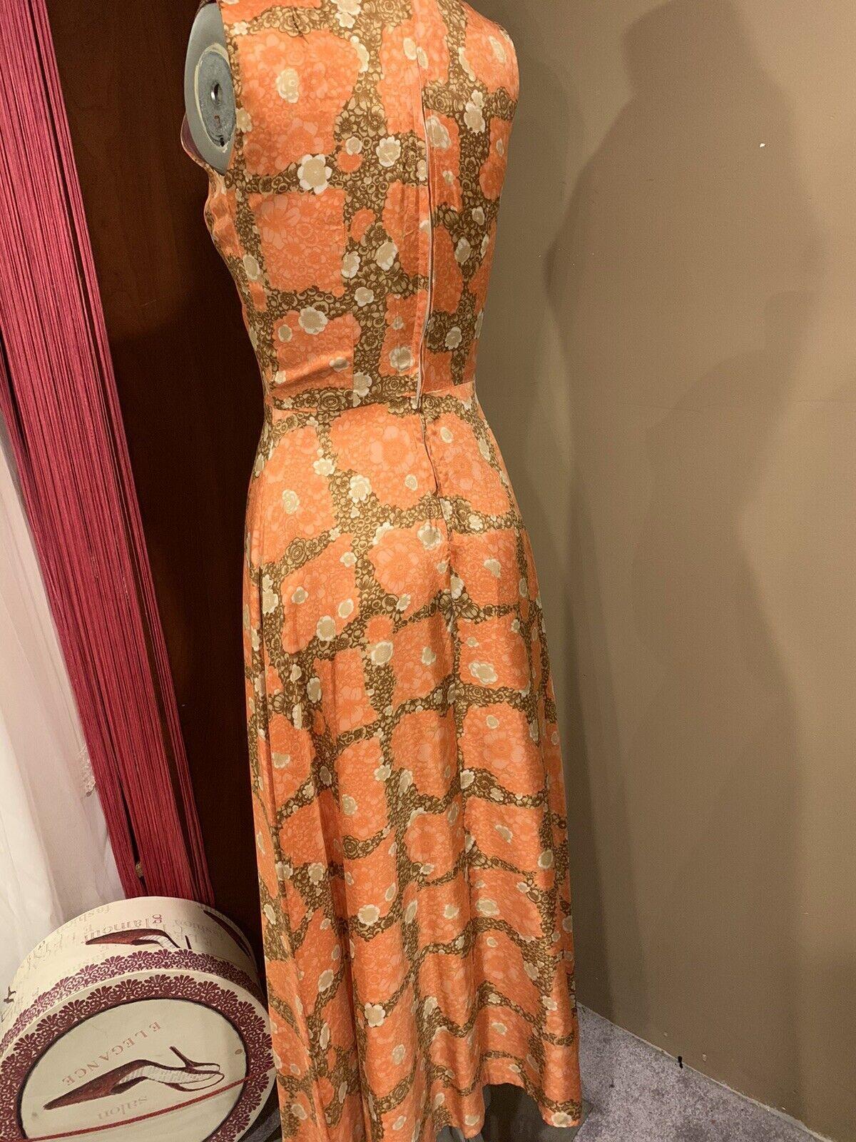 Elegant 1940's Fabulous Dress - image 4