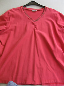 Shirt-T-Shirt-Gr-52-Fiamma-V-Ausschnitt-Rot-mit-Muster-am-Ausschnitt