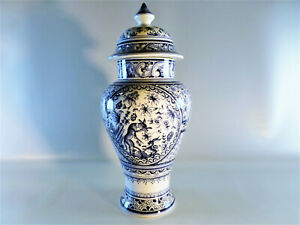 Deckelvase-creme-blau-bemalt-Real-Ceramica-Coimbra-Portugal-handbemalt