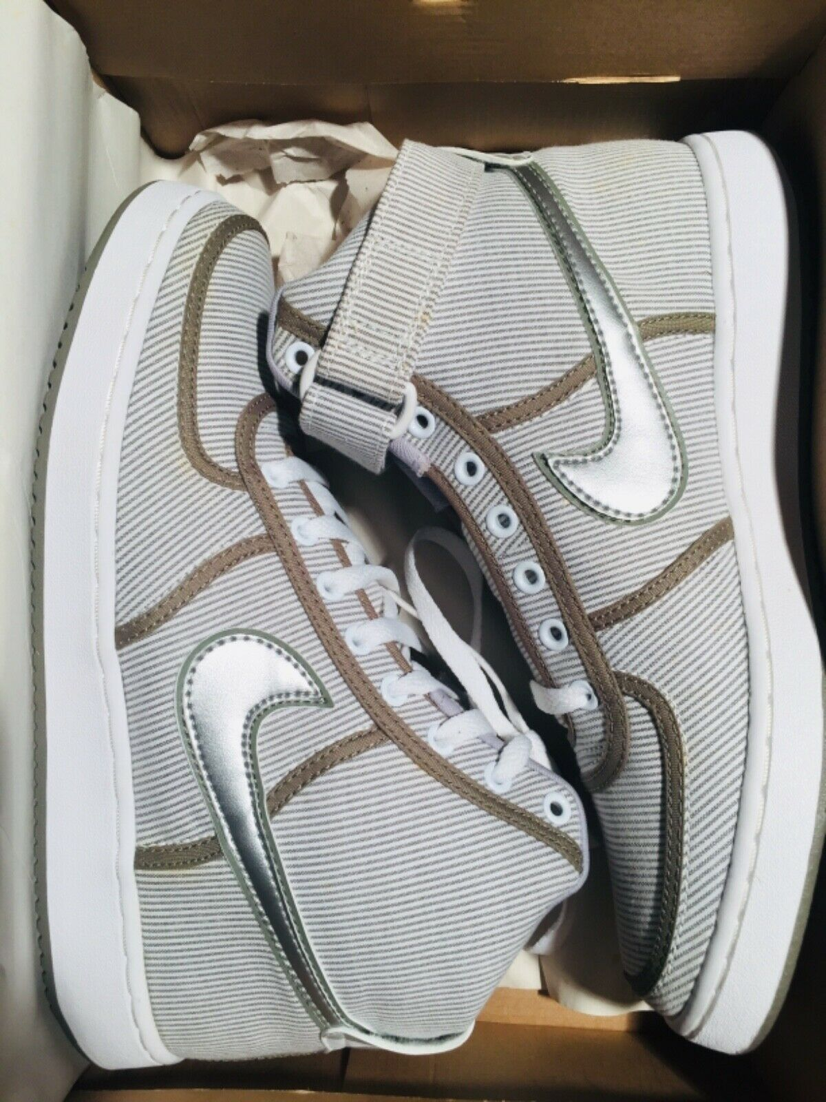 Vintage Supreme Nike Vandal shoes size 9.5 great condition. Box, extra laces.