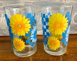 Vintage-Daisy-Retro-Yellow-and-Blue-Drinking-Glasses-Set-of-2-Mid-Century-Modern