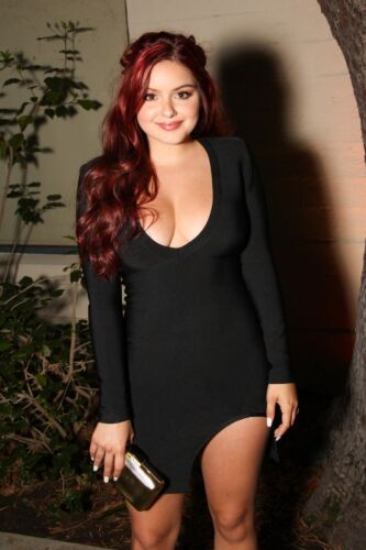 GLOSSY PHOTO PICTURE 8x10 Ariel Winter With Fitted Black Suit