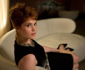 Gemma Arterton Unsigned Photo H585 James Bond Quantum Of