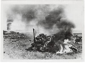 Abgeschossenes-englisches-Flugzeug-Orig-Pressephoto-von-1940