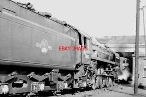 PHOTO-BR-BRITANNIA-CLASS-LOCO-70013-OLIVER-CROMWELL-ATCARLISLE-1966