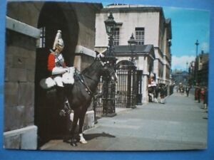 POSTCARD-MOUNTED-SENTRIES-AT-THE-HORSE-GUARDS-WHITEHALL-LONDON