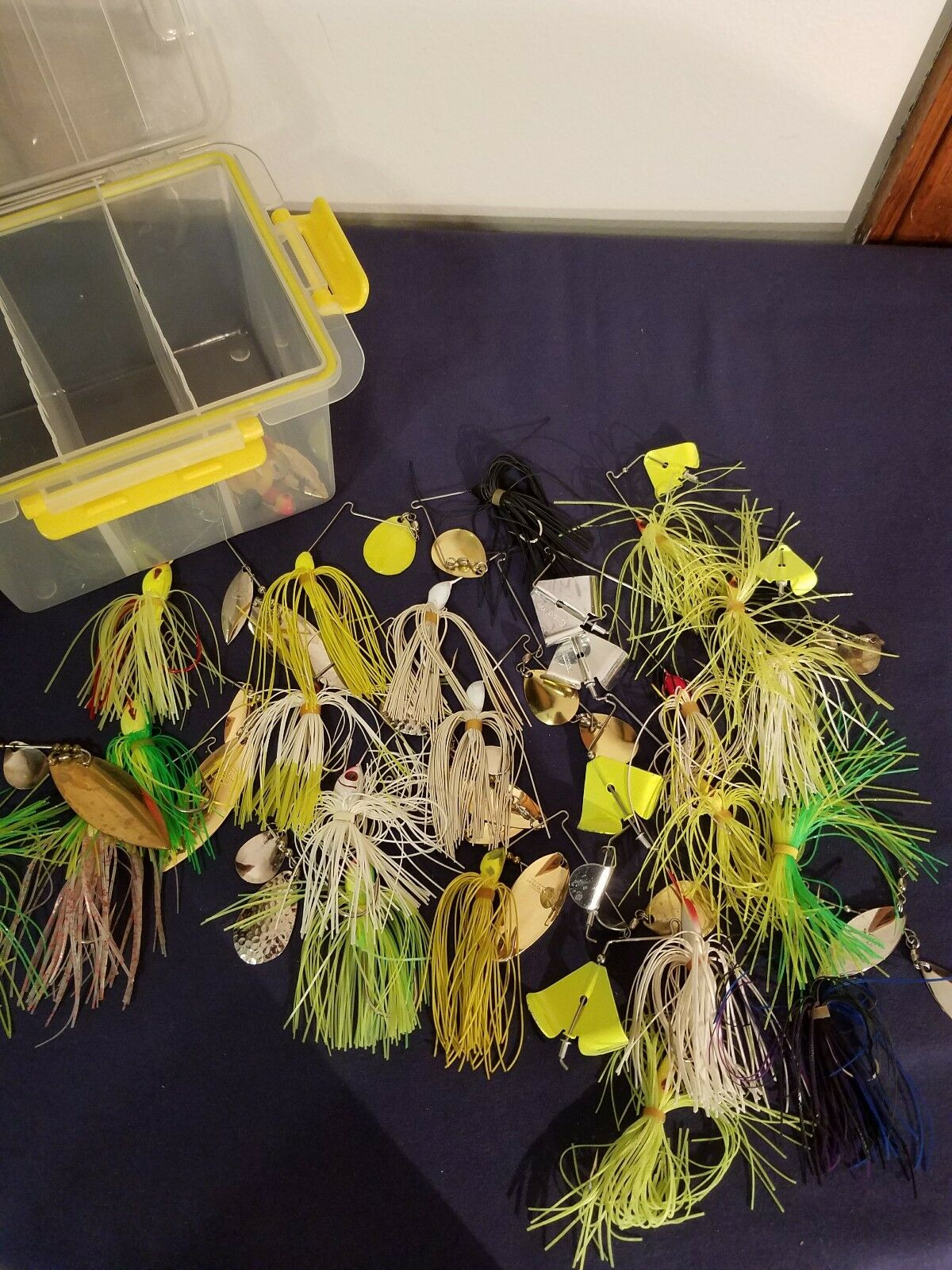 20 PCS Fishing Lures plus box  holder  fast delivery and free shipping on all orders