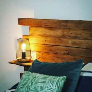 Tête de lit en bois. effet palette