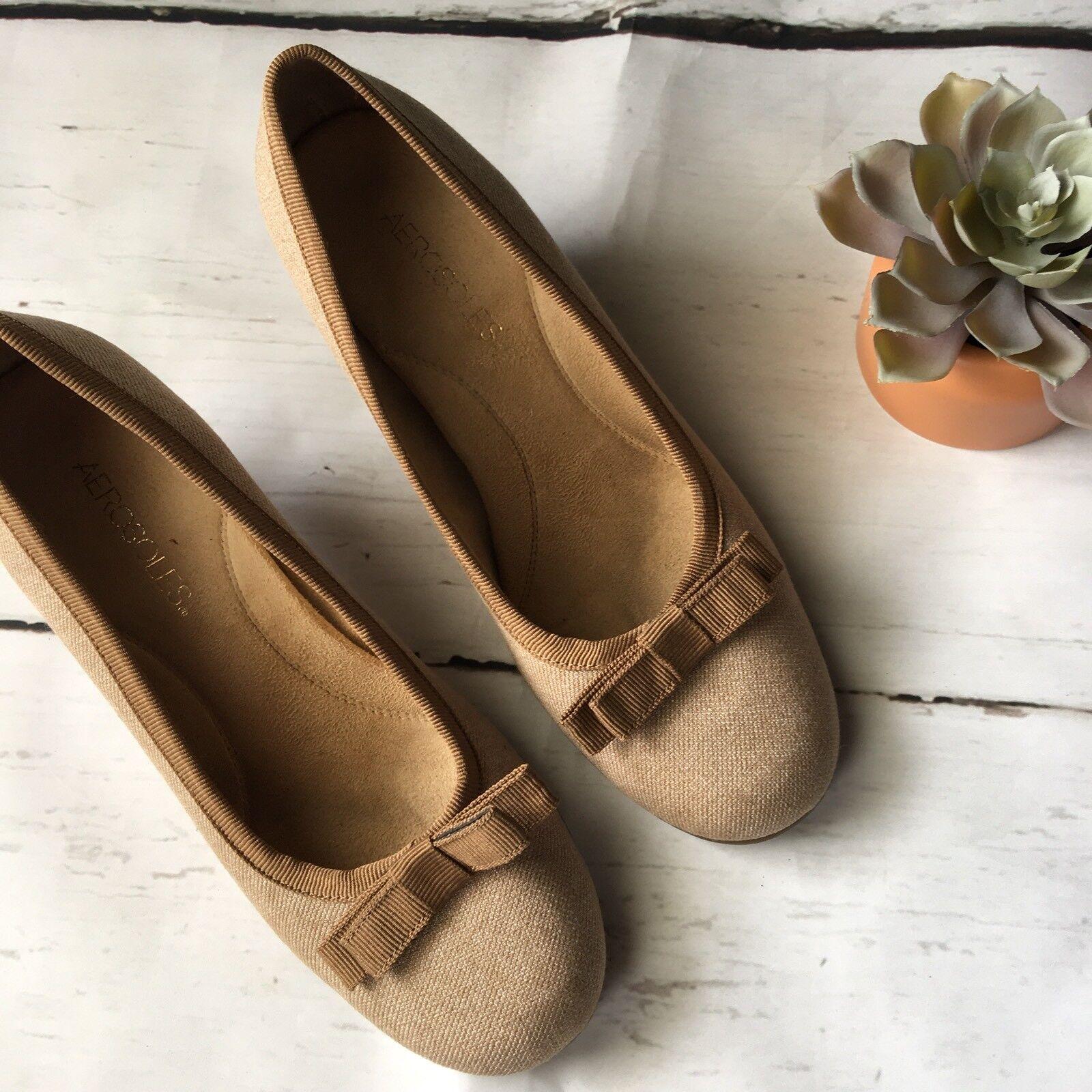 AEROSOLES Womens Tan Round Toe Bow Detail Kitten Heels Size 8