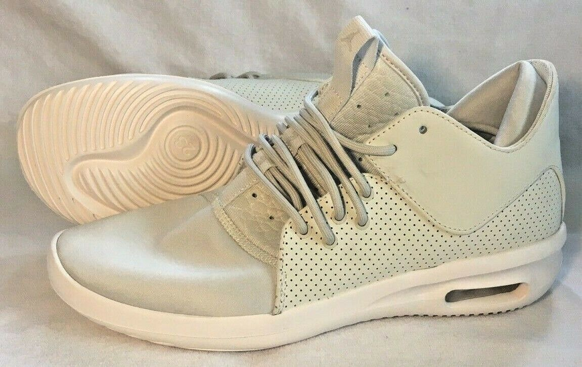 a6eeb86ebd27 Air Jordan Class shoes Light Bone AJ7312-015 Size 9 First Men s ...