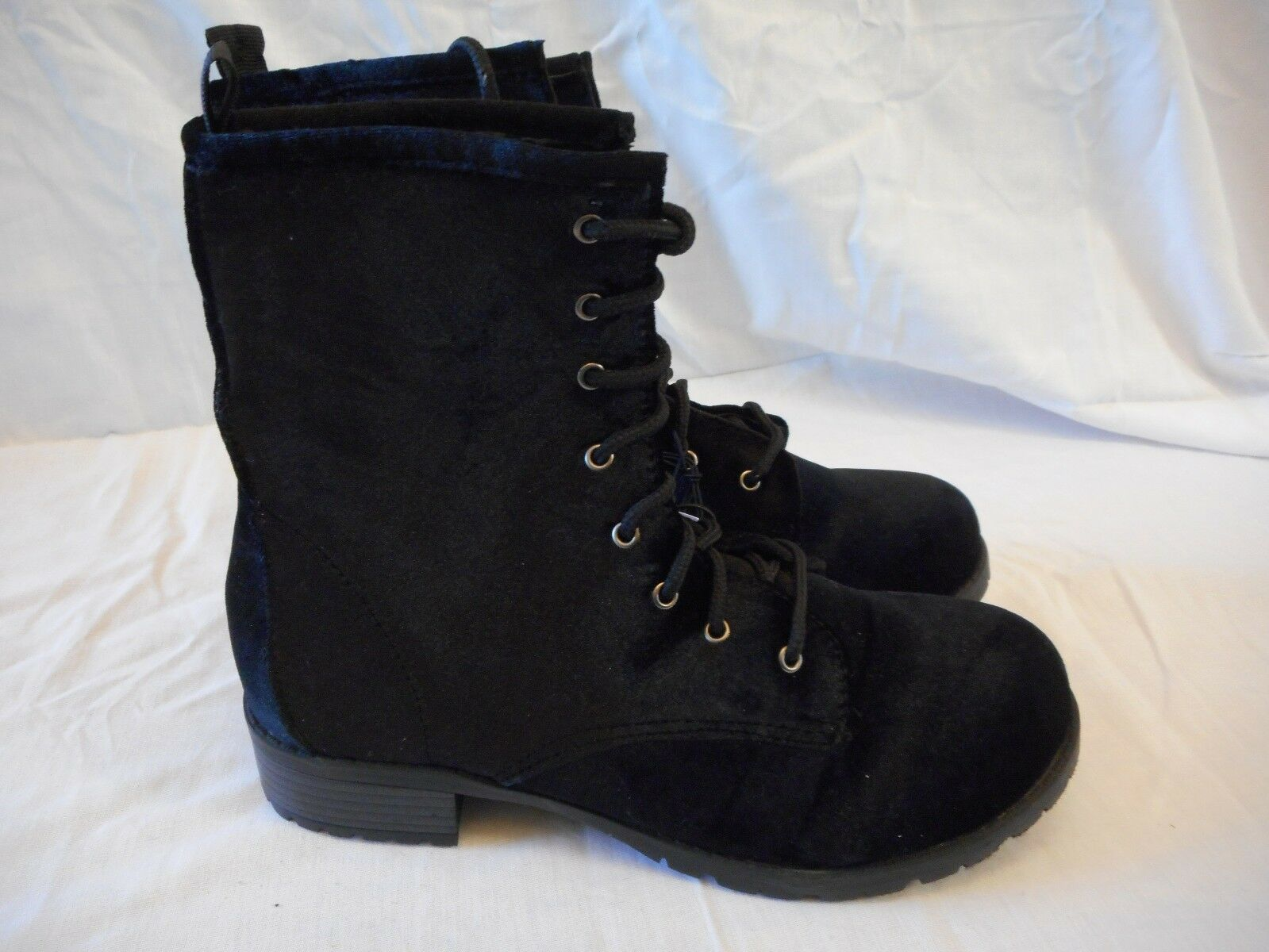 Women's Rue 21 Front Lace Super Soft Boots Size Medium 7/8 Black  NEW