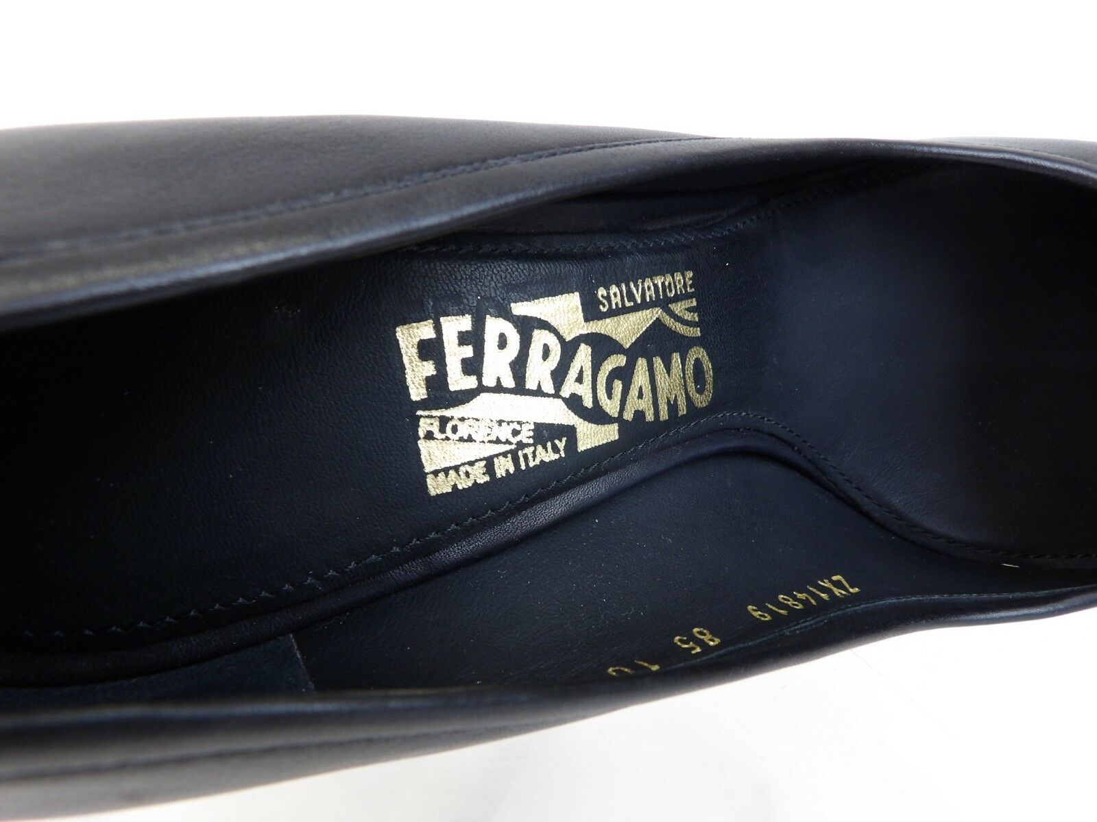 SALVATORE FERRAGAMO FERRAGAMO FERRAGAMO ELGA BLACK LEATHER gold TONE GANCINI FRINGE BIT PUMPS 10 B 0b16dc