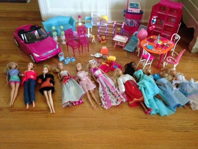 Lote de 10 Muñecas Barbie + 1 Bebé, Ropa Vintage, Muebles, Accesorios Coche,