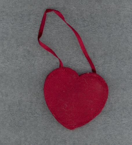 Gift Tag Christmas Crafts TERRI Red Felt Heart Ornament Valentine/'s Day