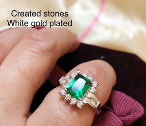 2ct-LOOK oval emerald claster ring uk size S ;us 9.5