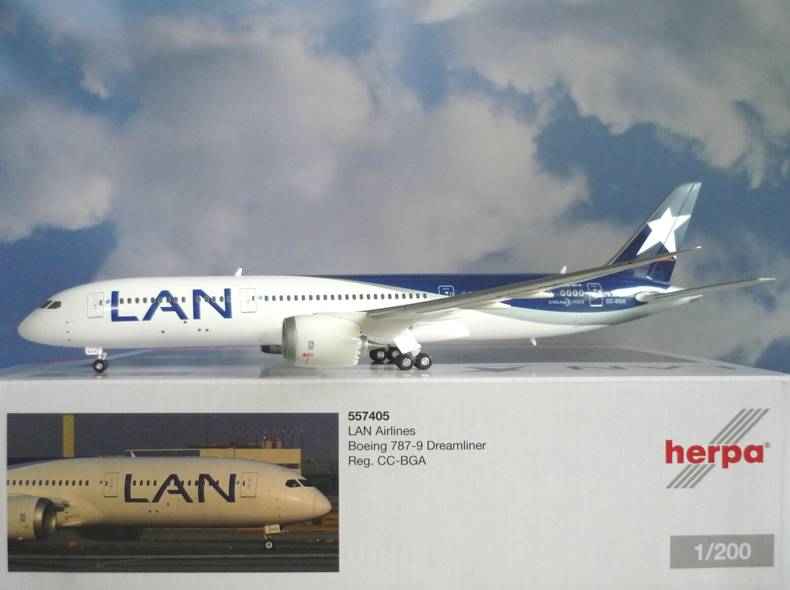 Herpa Wings 1 200 Boeing 787-9 Dreamliner LAN Airlines CC-BGA 557405