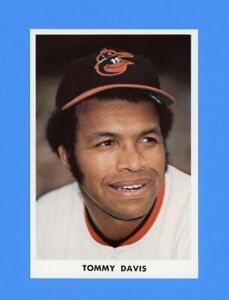 1972-BALTIMORE-ORIOLES-TEAM-ISSUED-POSTCARD-TOMMY-DAVIS-NM-MT