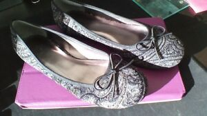 Ladies-black-pattern-with-gold-flakes-flat-shoes-size-5-new-no-box-or-labels
