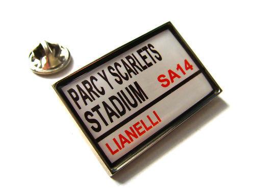 SCARLETS STADIUM RUE PANNEAU DE SIGNALISATION SIGNALISATION DE INSIGNE BROCHE BADGE CADEAU 7fab1e