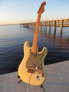 Fender-Deluxe-Strat-Vintage-Ivory-Stratocaster-Ash-Body-Bird-039-s-Eye-Flame-Paisley