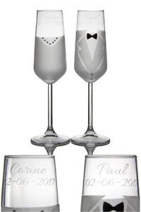 bruiloft-cadeau-twee-champagneglazen-met-naam
