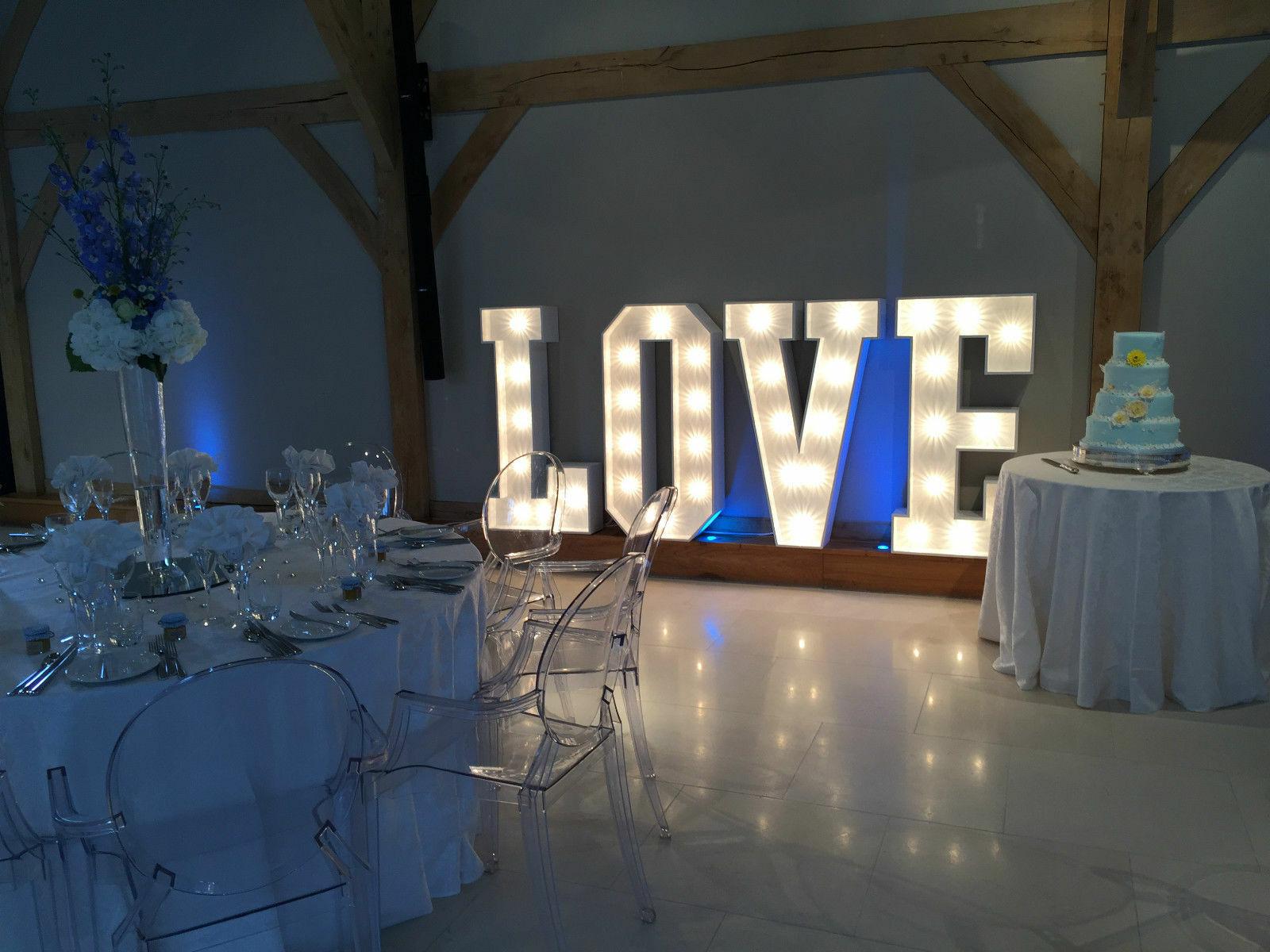4 FT (environ 1.22 m) Light Up lettres d'amour  location seulement  Mariage-Livraison à EAST SUSSEX & KENT
