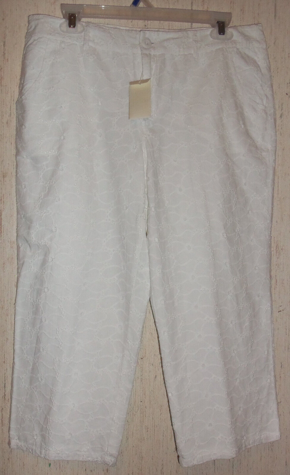 NWT WOMENS Christopher & Banks LINED WHITE EYELET CROPPED PANTS   CAPRIS  SIZE 4