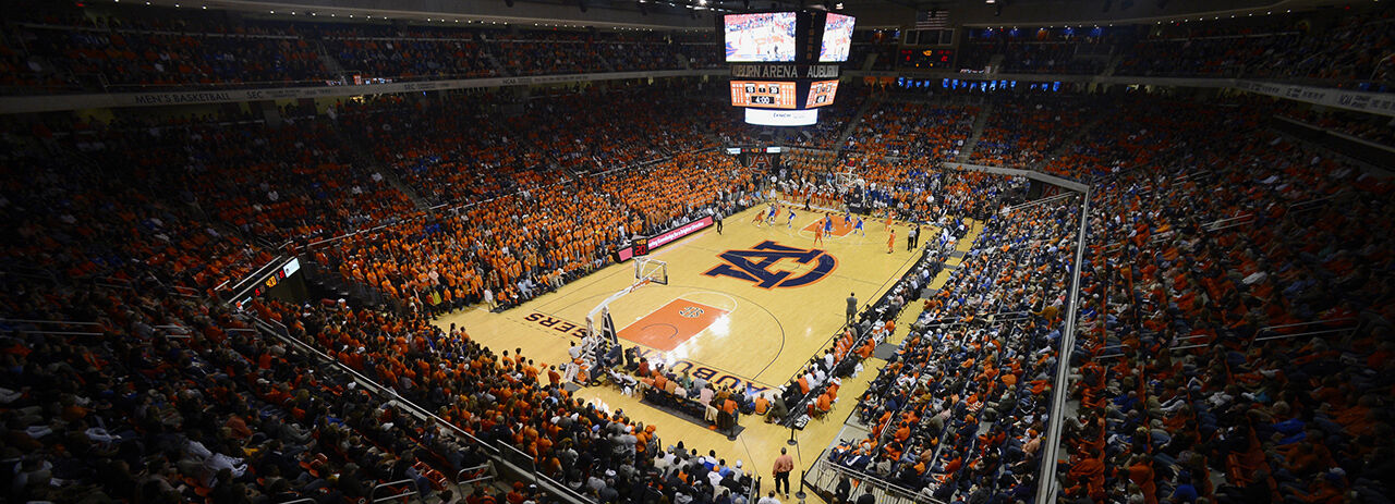 Connecticut Huskies at Auburn Tigers Basketball