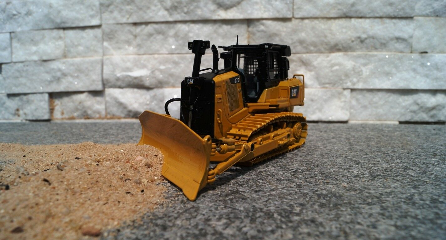 The castmasters 85555 Cat D7E CATERPILLAR with WINCH NEW OVP 1 50